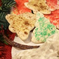 Featured image showing the finished grandmas sand tart cookies ready to eat.
