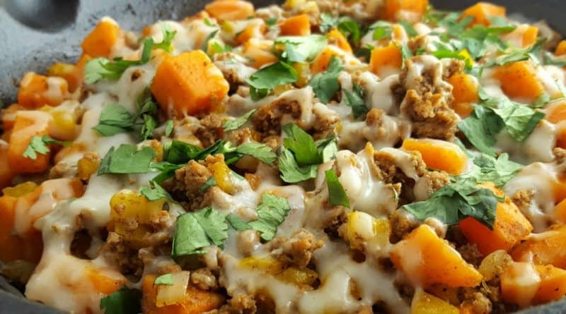 This ground turkey sweet potato skillet recipe is simple, easy, delicious, and Weight Watchers friendly! Each serving is only 10 smart points.