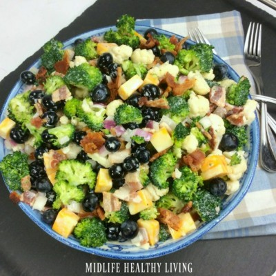 Weight Watchers broccoli cauliflower salad is a healthy side dish that the whole family will love! Just 4 Freestyle Smart Points per serving! Weight Watchers Salad | Weight Watchers Freestyle Salads | Weight Watchers Recipes #weightwatchersrecipes #weightwatchersfreestyle #freestylerecipes