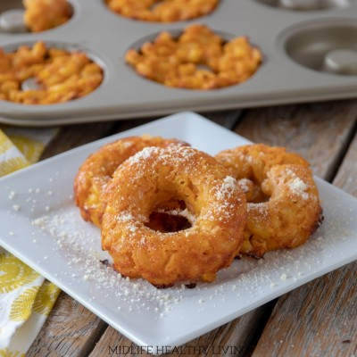 Weight Watchers mac and cheese donuts are a delicious snack! These mac and cheese donuts also make a tasty appetizer and a nice on the go lunch option.