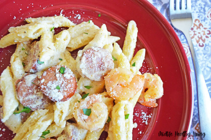 Featured image showing the cajun shrimp pasta recipe ready to eat.