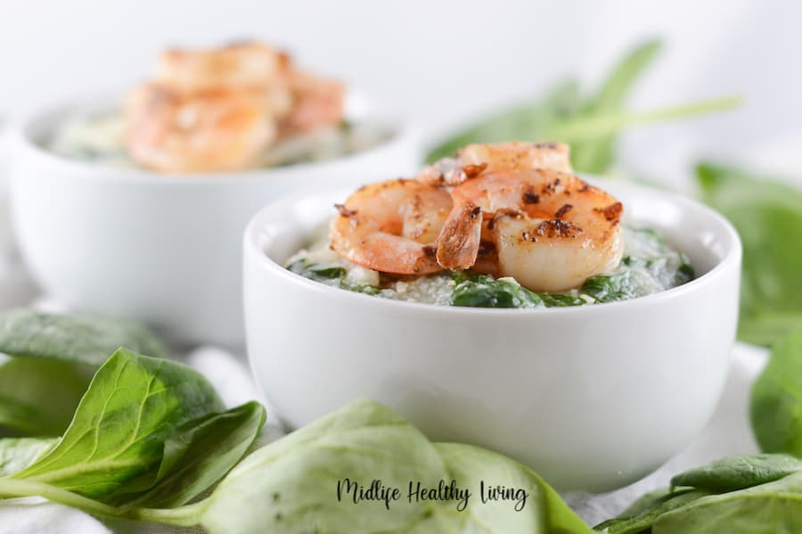 Featured image showing the finished recipe for weight watchers shrimp and grits