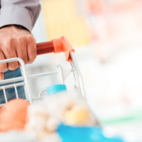 man shopping for foods to buy from Aldi for weight watchers green plan.