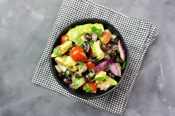 Featured image showing the finished weight watchers black bean salad ready to eat.