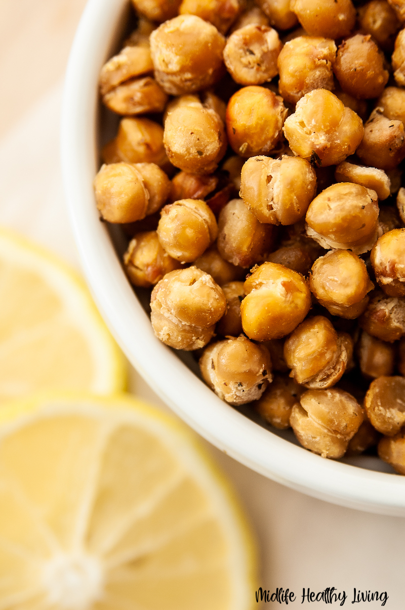 a close up of the finished roasted chickpeas ready to eat.