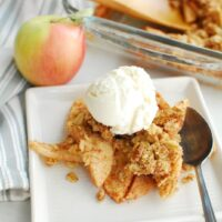 Featured image showing the finished weight watchers apple crisp ready to eat.